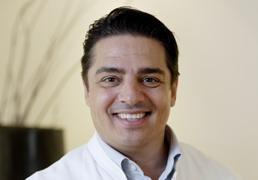 Руководитель стоматологической клиники DIADENTIS - доктор медицинских наук Штефан Шмид (Dr. Stefan Schmid)