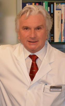 Профессор, ортопед, специалист по миниинвазивному протезированию тазобедренного сустава В.Зиберт - клиника Кассель-Германия